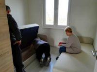 Bútorozás kezdete a Keller Családi Házban, Balatonmáriafürdőn - a hálószobák berendezése